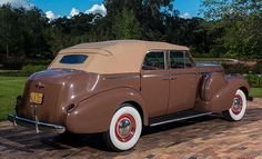 he 1940 Buick Phaeton, Humphrey Bogart drove in the classic 1943 movie Casablanca is up for auction. This is just one of 230 limited edition Buick Model Vintage Trucks, Old Trucks, Vintage Auto, Buick Cars, Buick Sedan, Buick Gmc, Convertible, Automobile, Buick Envision