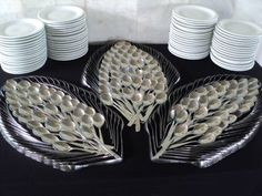 Silverware Display for a buffet table. Cutlery Art, Dining Etiquette, Spoon Art, Table Manners, Napkin Folding, Snacks Für Party, Table Arrangements, Deco Table, Decoration Table