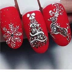 Here is a tutorial for an interesting Christmas nail art Silver glitter on a white background – a very elegant idea to welcome Christmas with style Decoration in a light garland for your Christmas nails Materials and tools needed: base… Continue Reading → Xmas Nail Art, Christmas Nail Art Designs, Holiday Nail Art, Xmas Nails, Halloween Nails, Red Nails, Valentine Nails, Christmas Nails 2019, Diy Christmas