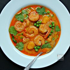 A quick and easy way to make the most delicious Thai Shrimp Curry. Spicy scrumptiousness guaranteed! #easy #Thai #shrimp #curry