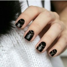 Black is classic! Black nail art designs can instantly add glamour to your look. The best thing about painting your nails black. type of black nail art 2018 Love Nails, Fun Nails, Pretty Nails, Black Nail Designs, Nail Art Designs, Nails Design, Salon Design, Gel Nail Art, Nail Polish