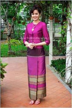 New Dress Brokat Kuning 37 Ideas Thai Traditional Dress, Traditional Wedding Dresses, Traditional Outfits, Dress Brokat, Kebaya Dress, Myanmar Dress Design, Model Kebaya, Thai Fashion, Thai Dress