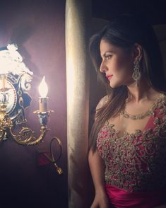 Zarine Khan's flawless beauty and enchanting smile can make hearts melt. Bollywood Girls, Bollywood Stars, Bollywood Fashion, Beautiful Suit, Beautiful Bride, Zarine Khan Hot, Heena Khan, Heavy Dresses, Flawless Beauty