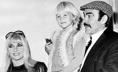 Little Jason Connery with his father Sean Connery and mother Diane Cilento Classic Actresses, Actors & Actresses, James Bond, Sean Connery Movies, Jason Connery, Cinema, Hollywood Couples, Old Movie Stars, Stars Then And Now