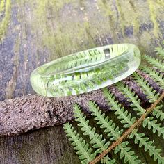 Fern bangle Resin botanical dangle Transparent nature Real Resin Jewelry, Handmade Jewelry, Handmade Gifts, Resin Crafts, Pretty Flowers, Fern, Earthy, Bangles, Jewelry Making