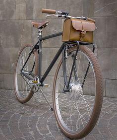 足元からバッテリーが消えた!―ビンテージバイク風の電動自転車「VELORAPIDA」 - えん乗り