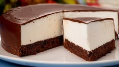 "Tort rapid ""Lapte de pasăre"" – un desert delicios la maxim! Cold Desserts, No Cook Desserts, Dessert Drinks, Sweets Recipes, Chocolate Desserts, Delicious Desserts, Cake Recipes, Mousse Au Chocolat Torte, Romanian Desserts"
