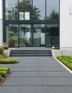 Whether for terrace design, as a garden path or house entrance: Large-format kick . - Whether for terrace design, as a garden path or entrance: Large-format treadboards from La Linia de - Modern Landscape Design, Modern Landscaping, Backyard Landscaping, Terrace Design, Patio Design, Garden Design, Modern Driveway, Driveway Design, Outdoor Steps