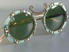 Quando la moda diventa storia: Calypso Sunglasses Designed by Dior, correva lanno 1969 Cool Glasses, Glasses Frames, Prada Sunglasses, Round Sunglasses, Sunnies, Vintage Sunglasses, Ringo Starr, Lunette Style, Moda Retro