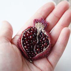 329 отметок «Нравится», 45 комментариев — Украшения.Вышивка.Ботаника. (@terlisiya) в Instagram: «Гранатовое сердечко на ладошке. Не слишком большое, но и не слишком маленькое. Размер 6х4,5…»