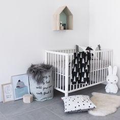 Chambre bébé fille nordique  http://www.homelisty.com/chambre-bebe-fille/