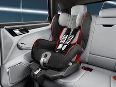 No existe edad para disfrutar. Con el Porsche Junior Seat para Macan S, comparte tu pasión con toda la familia.