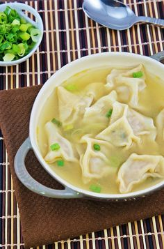 Homemade Wonton Soup (Sup Pangsit Rebus) Think Food, I Love Food, Good Food, Yummy Food, Asian Recipes, Healthy Recipes, Ethnic Recipes, Healthy Food, Soup Recipes