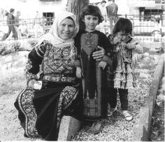 "A Ramallah family, showing ""6 branch"" (left) and shawal (centre) style thobs (photo: Shelagh Weir 1987), the first Palestinian styles to develop along non regional lines."