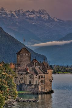 Châteu de Chillon - We'd hang out in Montreux much longer if we had lot's of vacation time. So much to do and so beautiful! Places Around The World, The Places Youll Go, Places To See, Around The Worlds, Monuments, Wonderful Places, Beautiful Places, Amazing Places, Destinations