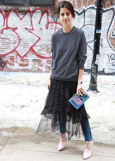 leandra-medine-look-com-saia-midi-tule-sobre-calca-jeans