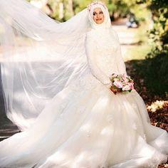 . Yuk share desain gaun & kebaya muslim cantikmu dengan tag langsung ke @gaundankebayamuslim . #weddinggown #moslemweddinggown #moslembridal #gaunpengantin #gaunpengantinmuslim #inspirasigaunpengantin #inspirasikebayapengantin #inspirasikebayamuslim