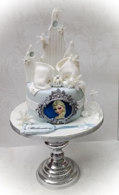 Elsa is a very popular cake and there have been so many amazing takes on it. This was a last minute order, so no time to make figures and I had to use an edible picture, but I actually really love this cake. It reminded me that you don't have to...