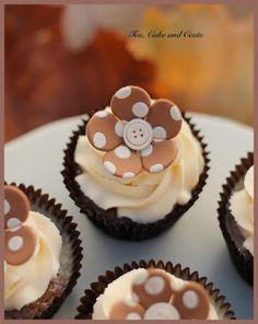 Tea, Cake & Create: Malva Pudding Cupcakes with Amarula Mascarpone Icing - what an interesting twist! Pretty Cupcakes, Yummy Cupcakes, Cupcake Cookies, Buttercream Cupcakes, Pudding Cupcakes, Pudding Cups, Pudding Recipe, Malva Pudding, Decoration Patisserie
