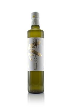 Ayia Cion - Malama Oraganic Olive Oil on Packaging of the World - Creative Package Design Gallery Rum Bottle, Liquor Bottles, Olive Oil Brands, Olive Oils, Olive Oil Packaging, Greek Olives, Olive Oil Bottles, Bottle Design, Packaging Design