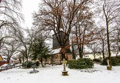 Die kleine Kirche von Berlin-Wittenau.....