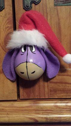 Eeyore                                                                                                                                                                                 More Recycled Light Bulbs, Painted Light Bulbs, Light Bulb Art, Light Bulb Crafts, Christmas Light Bulbs, Diy Christmas Ornaments, Christmas Deco, Disney Ornaments, Christmas 2017