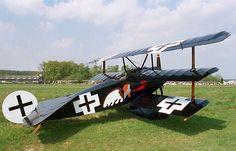 Fokker DR-1 Triplane   ===>  https://de.pinterest.com/baldrian11/flugzeuge-des-ersten-weltkriegs-wwi-airplanes/   ===>  https://de.pinterest.com/pin/480829697697689348/