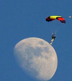 Photo illusion d'optique : Ce sportif de l'extrême surfe sur la Lune
