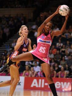 Borrego (Thunderbirds) v Geitz (Firebirds) ANZ Champs 2012 #netball