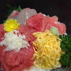 市場で買ってきた、お造り 酢飯と錦糸卵を作って のせただけ〜 簡単で美味し〜 みそ汁、さつまいもの煮物、 といただきました。 - 10件のもぐもぐ - 海鮮丼✨ by shokoarai5nQn