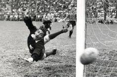 Guillermo Ochoa vs. Antonio Carbajal, historia contra actualidad - Univision Futbol