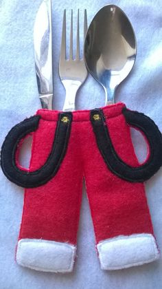 Best 10 An embroidered Santa felt cutlery holder set for your Christmas table setting. This Christmas Cutlery Holder features Santas coat and trousers – SkillOfKing. Handmade Christmas Decorations, Felt Christmas Ornaments, Etsy Christmas, Christmas Sewing, Christmas Makes, Christmas Door, Christmas Projects, Christmas Crafts, Deco Table Noel