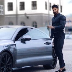 All Black Outfit For Party, Suit Fashion, Mens Fashion, Fashion Trends, Stylish Men, Men Casual, Car Poses, Mens Photoshoot Poses, Outfits Hombre