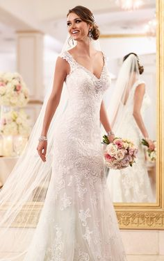 With dramatic elegance and Australian-inspired sophistication, the latest 2015 bridal collection of Stella York wedding dresses isa perfect complement to a bride's attitude, style and spirit. Take a look and happy pinning!