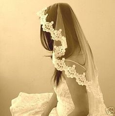 lace trim veil. in love with this