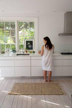 DEMPET: Bruk olje med hvitpigmenter om du ønsker et matt, rolig utrykk på et originalt nedslipt tregulv.