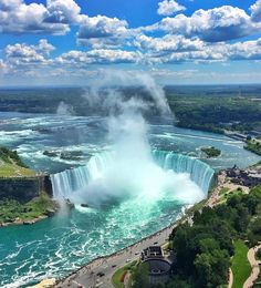 The stunning Niagara Falls! A lot of site visitors to Canada or Toronto normally have Niagara Falls on their container checklist. This I recognize from individual experience as whenever I tell any person Niagara Falls is my b… Beautiful Waterfalls, Beautiful Landscapes, Beautiful Nature Photography, Amazing Photography, Summer Nature Photography, Beautiful Places To Travel, Beautiful World, Nature Pictures, Usa Pictures