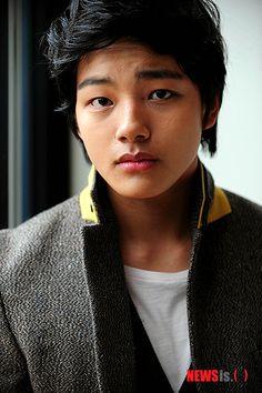 Yeo Jin Goo - The moon that embraces the sun