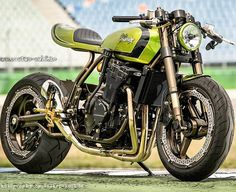 The Cafe Dragstar by Custom Wolf. Beautiful mix of a Z1000, GSXR1100 and a Benelli NT, (Syco R7 Racing sourced pic) Look closely at detail.