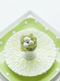 Make Easter party bloom with adorable touches. Set the table.