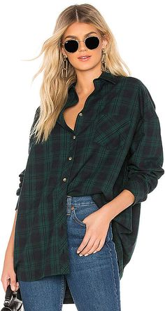 Audriana Oversized Flannel Top - - by the way. Audriana Oversized Flannel Top Source by meritgulbis Flannel Outfits Summer, Summer Outfits, Flannel Shirt Outfits, Red Flannel Outfit, Flannel Style, Green Flannel, Grunge Outfits, Trendy Outfits, Fashion Outfits
