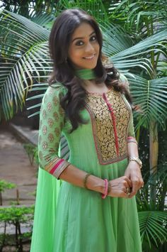 Regina Cassandra looks Super Cute in Green