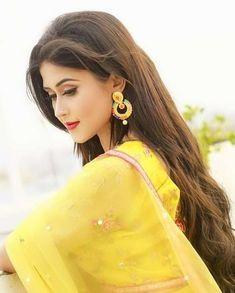 Beautiful Girl Indian, Beautiful Girl Image, Indian Bride Poses, Stylish Dpz, Cute Girl Poses, Lakme Fashion Week, Cute Girl Photo, Girl Photography Poses, India Beauty