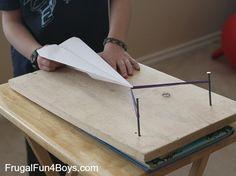 Paper Airplane Launcher - can't wait to try this ¿ y si en la fiesta dejo un canasto lleno de aviones de papel?