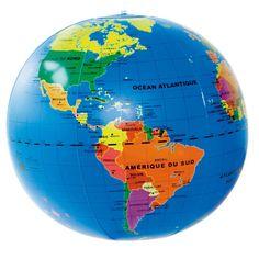Un vrai globe géopolitique gonflable. Ses belles couleurs rendent ce globe très lisible pour les jeunes enfants.