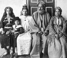 """Family of Iraqi Chief Rabbi Hakham Ezra Dangoor in Baghdad"" Iraq - Baghdad, 1910 Source: Jewish Museum London"