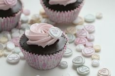 Who doesn't love cupcakes? Plus a heart to top it off <3