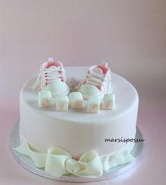 Marsispossu: Ristiäiskakku tennareilla, Christening cake