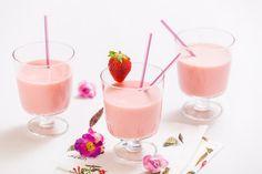 Jahodové lassi je nesmírně chutný ajurvédský nápoj, který vás dokonale osvěží a navíc doslova pohladí vaše zažívání.