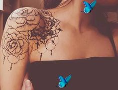 41 Most Beautiful Shoulder Tattoos for Women 11. Unique Shoulder Tattoo Idea The next tattoo idea we have to show you is quite unique. The tattoo is a circle with a botanical design. We love how the circle sits on the shoulder, it just looks so creative and stylish. You can take inspiration from this and have a circle like this with flowers […] #tattooideasfemale #minimalisttattoo<br> Back Of Shoulder Tattoo, Shoulder Tattoos For Women, Tattoos For Women Flowers, Jewelry Tattoo, Woman Back, So Creative, Cool Tattoos, Most Beautiful, Tattoo Designs
